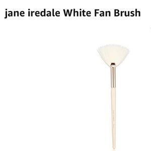 Jane Iredale fan brush makeup brush